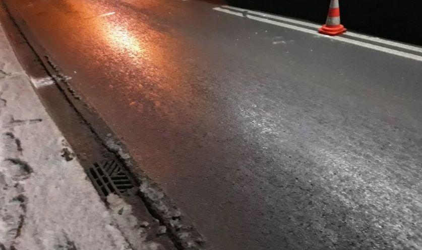 Na drogach może powstać lodowisko. Ostrzeżenie synoptyków