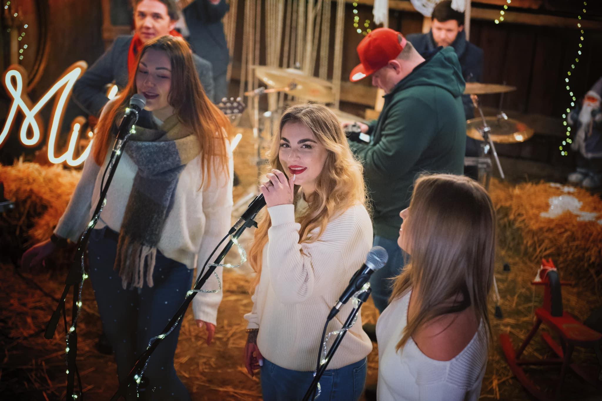 Świąteczny utwór lokalnych muzyków zapowiadający noworoczny koncert [VIDEO]