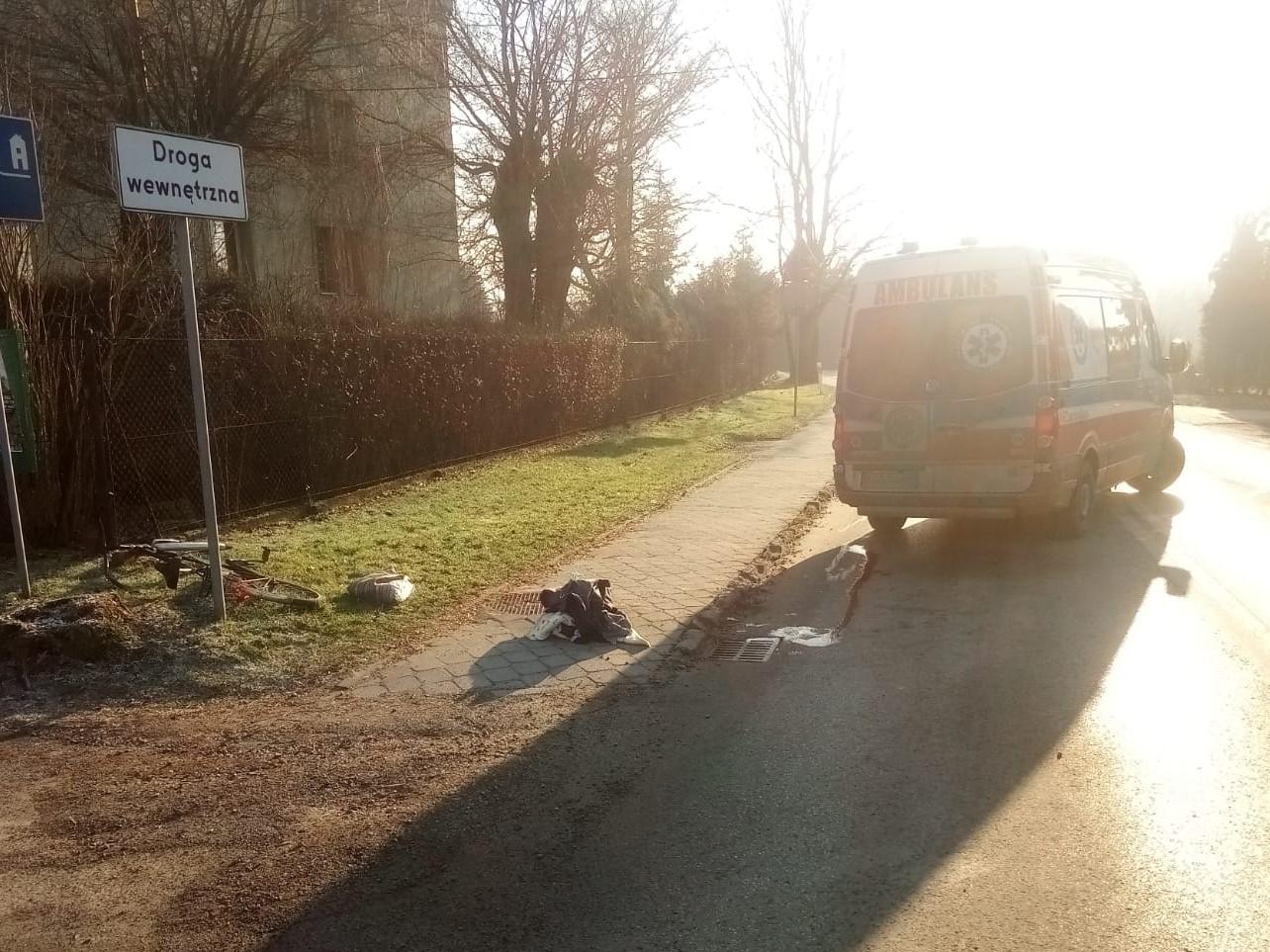 Groźne zdarzenie na drodze. Pieszy trafił do szpitala