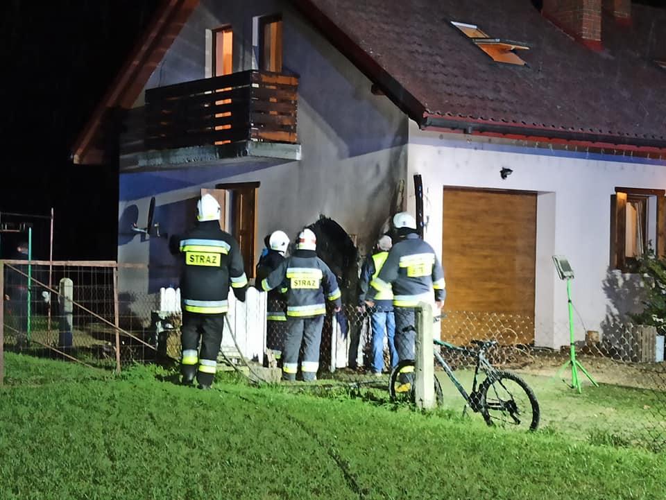 Dwa pożary budynków, strażacy w akcji