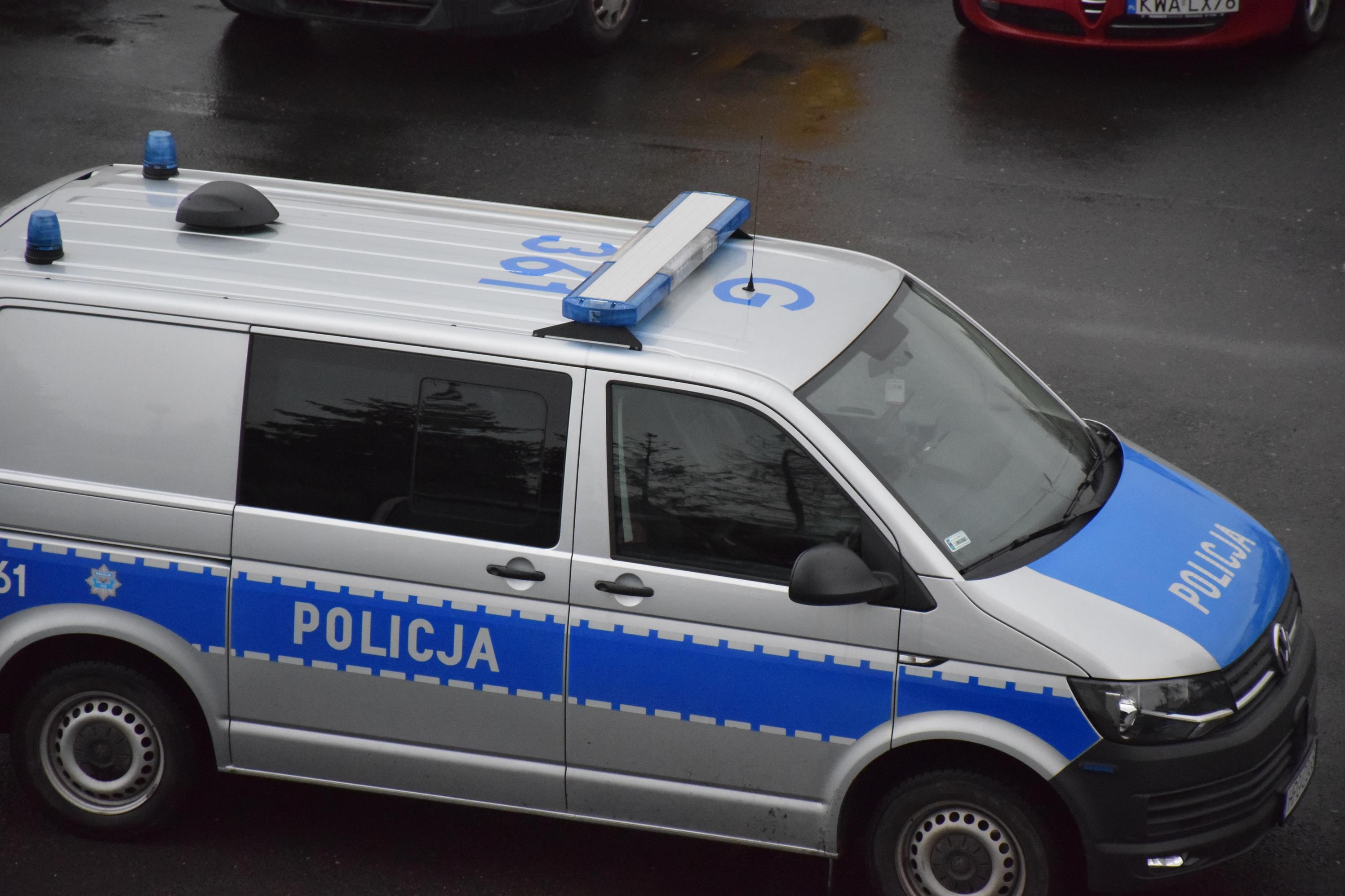 Policjanci uratowali dwóch mężczyzn, którym groziło wyziębienie