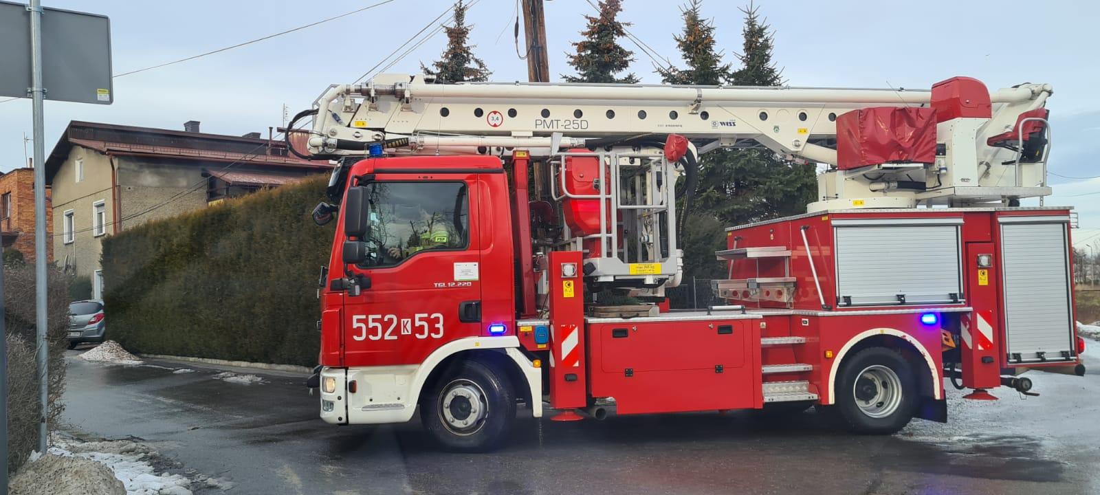 Strażacy usuwają skutki silnie wiejącego wiatru