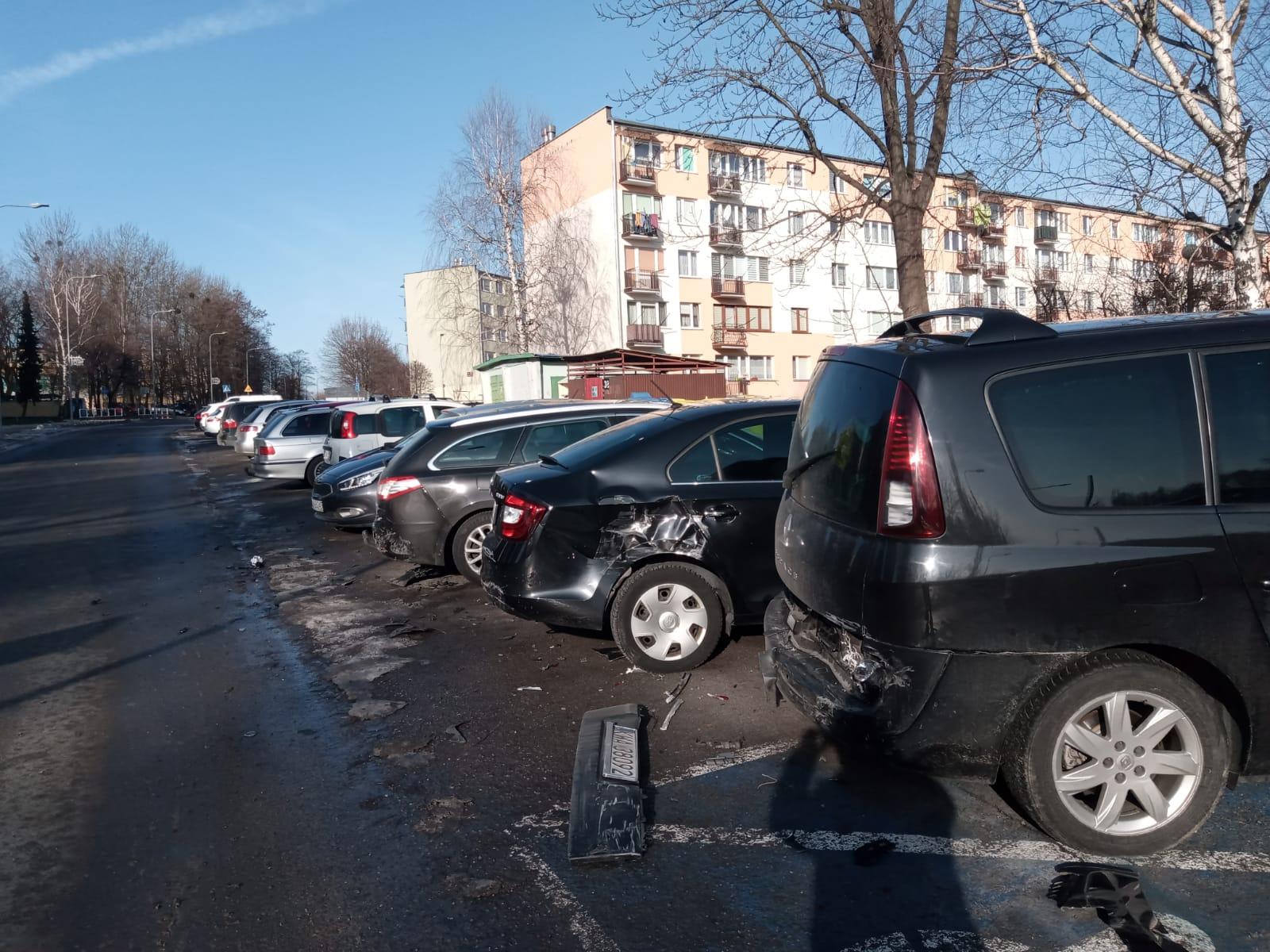 Demolka w Andrychowie. Kilka aut uszkodzonych [FOTO] [AKTUALIZACJA]