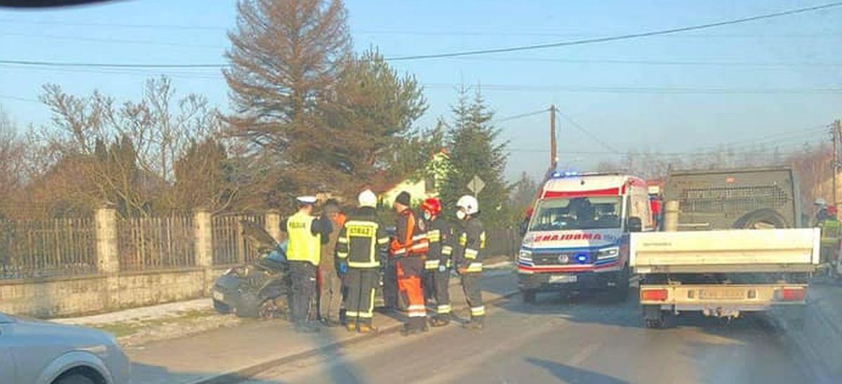 Zderzenie dwóch aut na Głównej w Osieku