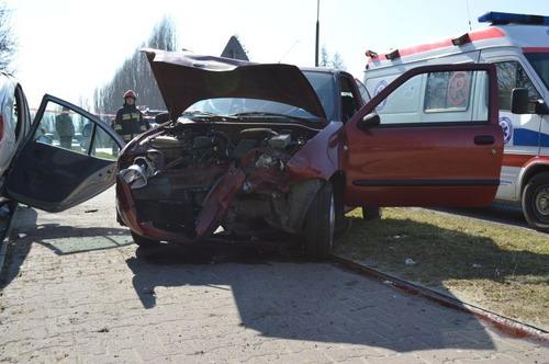 Wypadek na osiedlu, kierowca był nietrzeźwy
